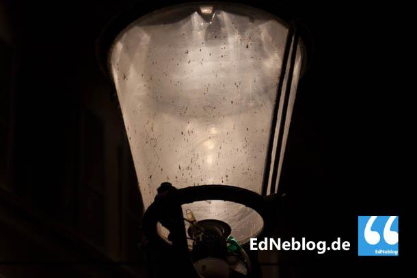 Obwohl die LED-Lampen erst seit Kurzem in Betrieb sind, weisen sie schon eine deutliche Verschmutzung auf.